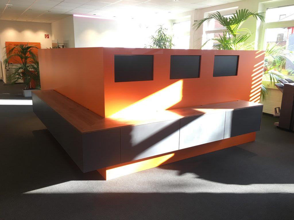 Das Foto zeigt einen angefertigten Raumteiler für ein Büro.